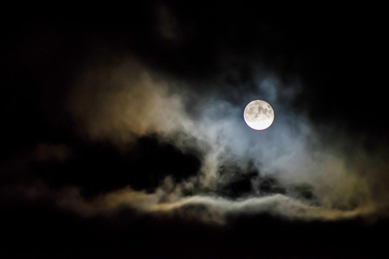 mgła noc stock - Pexels