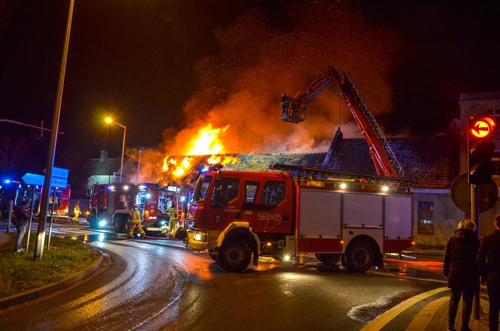 pożar pleszew noc nocny pożar straż pożarna ogień - Jarocin112
