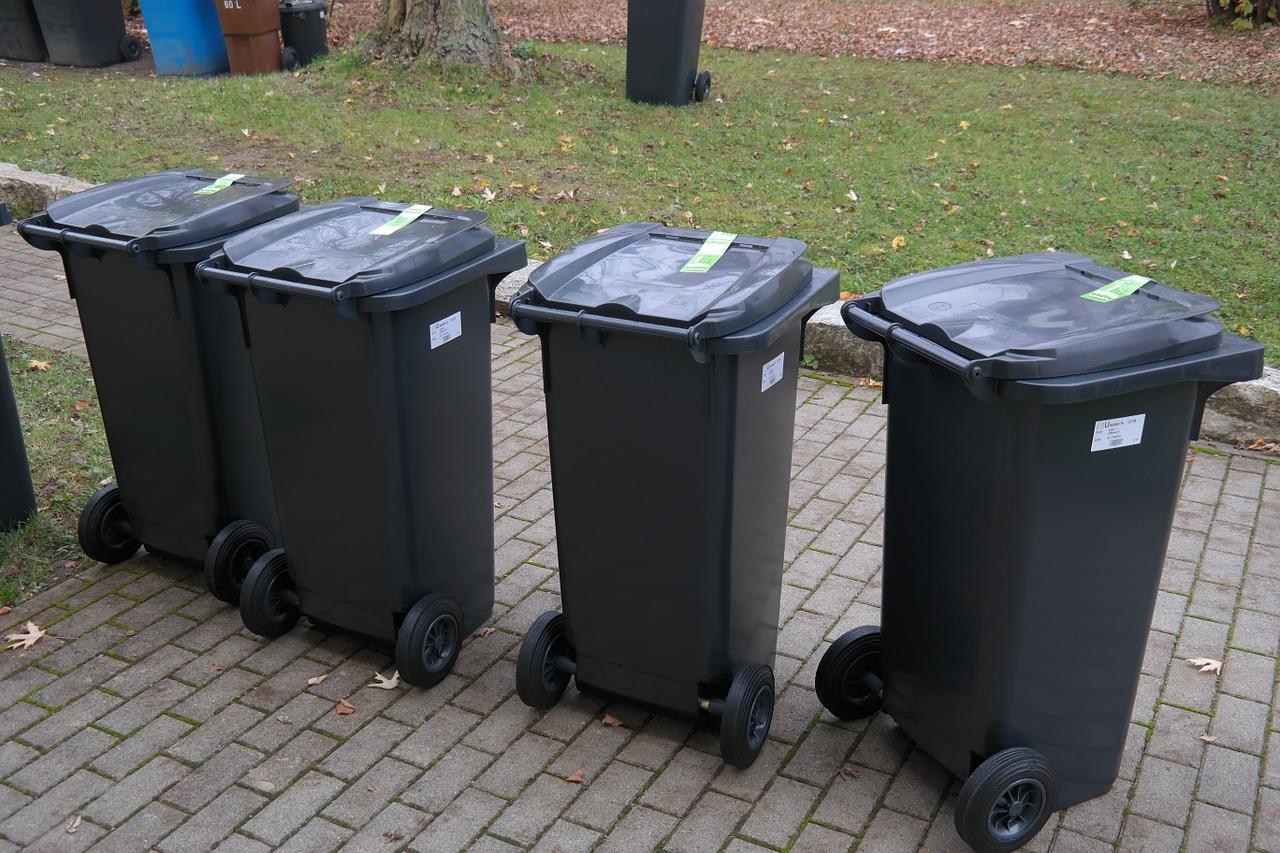 kosze na śmieci - Pixabay