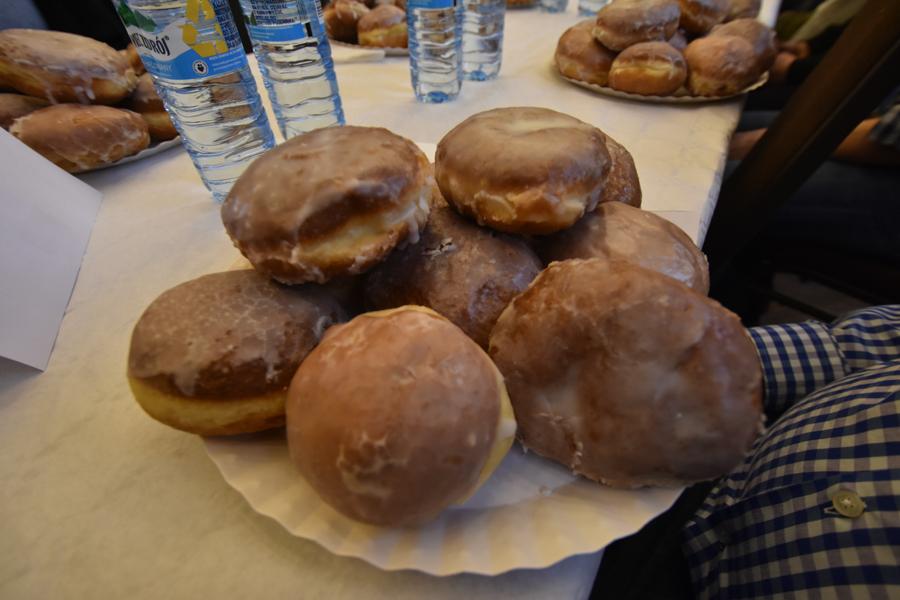 konkurs jedzenia pączków pączki - Wojtek Wardejn