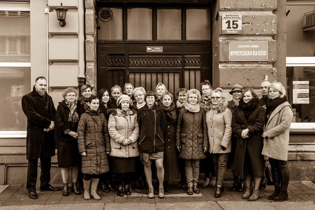 Miejska Biblioteka w Gnieźnie/Zdjęcie pracowników biblioteki z lutego 2020 roku