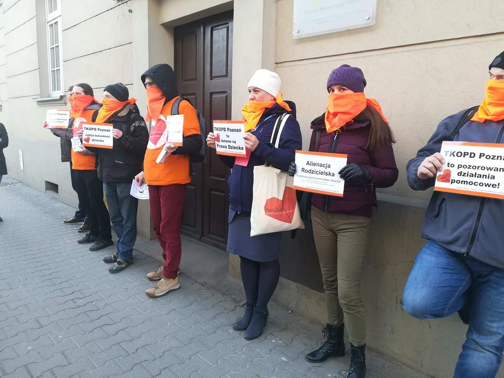 Protestują przed poznańską siedzibą KOPD - Sandra Soluk