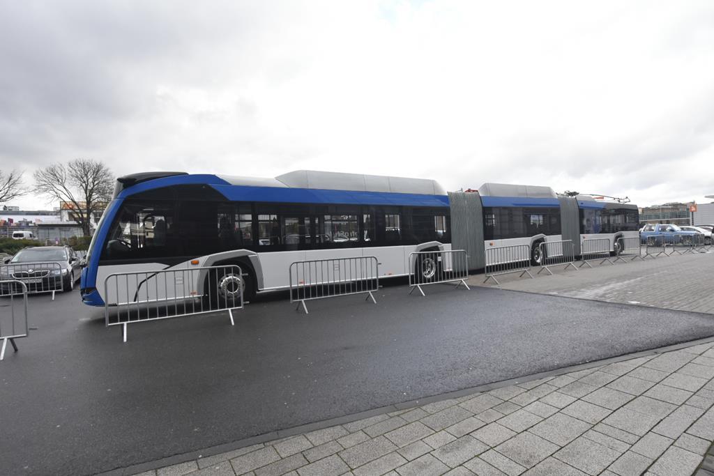 trolejbus dwuprzegubowy 24m 24 trollino 24 solaris  - Wojtek Wardejn