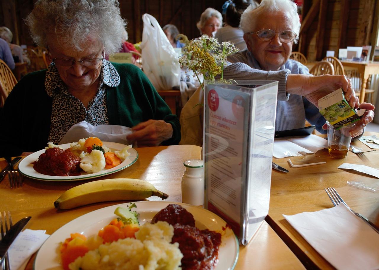 seniorzy obiad - Pixabay