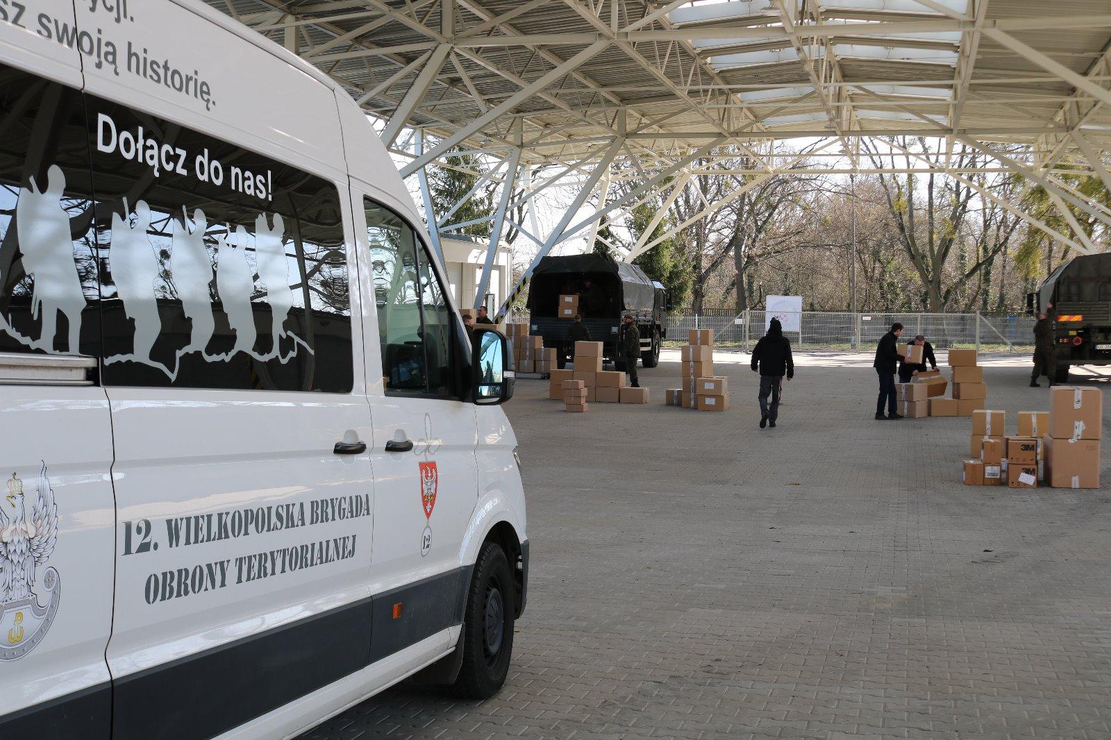 Muzeum Broni Pancernej  Punkt przeładunkowy towarów dostarczanych szpitalom  - Terytorialsi - Zawsze gotowi, zawsze blisko!