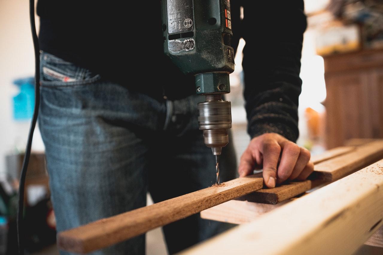 remont wiertarka drewno - Pexels