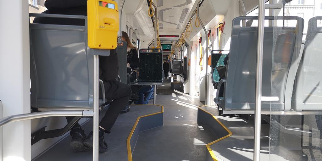 pasażerowie tramwaj  - Wojtek Wardejn