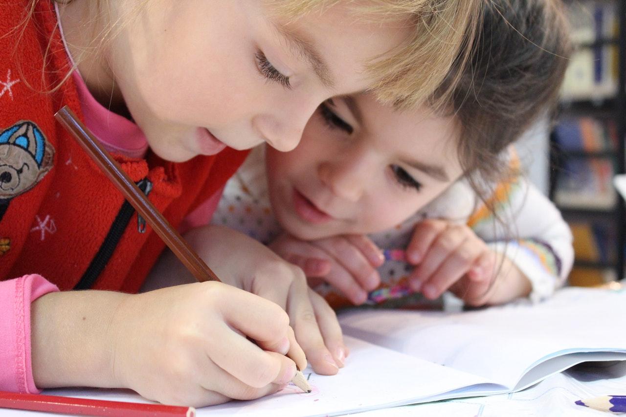 dzieci lekcje nauka dziecko rodzeństwo stock - Pexels