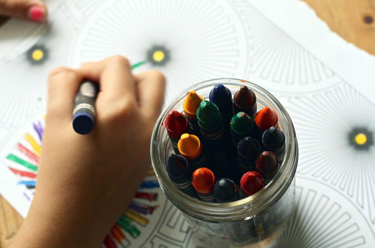 dzieci rysują przedszkole - Pixabay