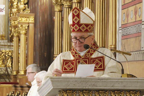 Biskup kaliski Edward Janiak - Screen YT: DOM JÓZEFA