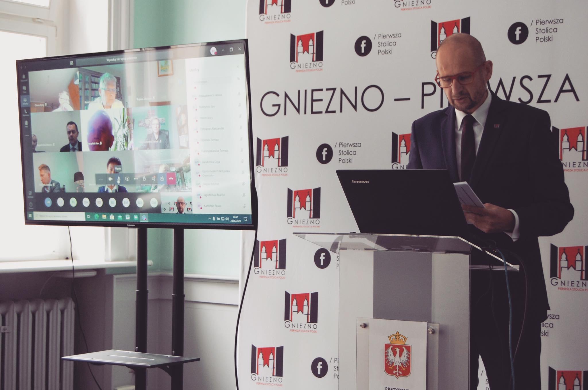 FB: Tomasz Budasz - prezydent gniezna tomasz budasz