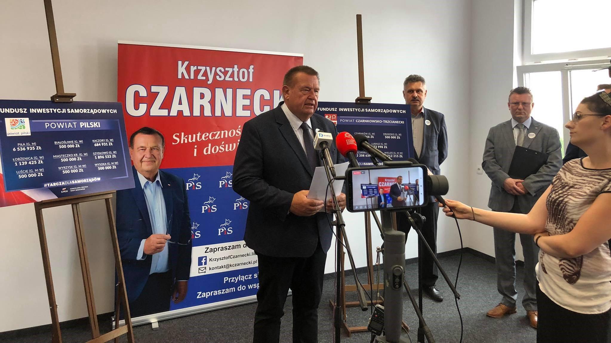 poseł Prawa i Sprawiedliwości Krzysztof Czarnecki  - Przemysław Stochaj