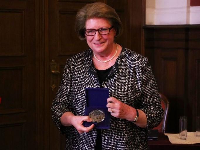 Prof. Hanna Suchocka z medalem Homini Vere Academico - Przemysław Stanula/UAM