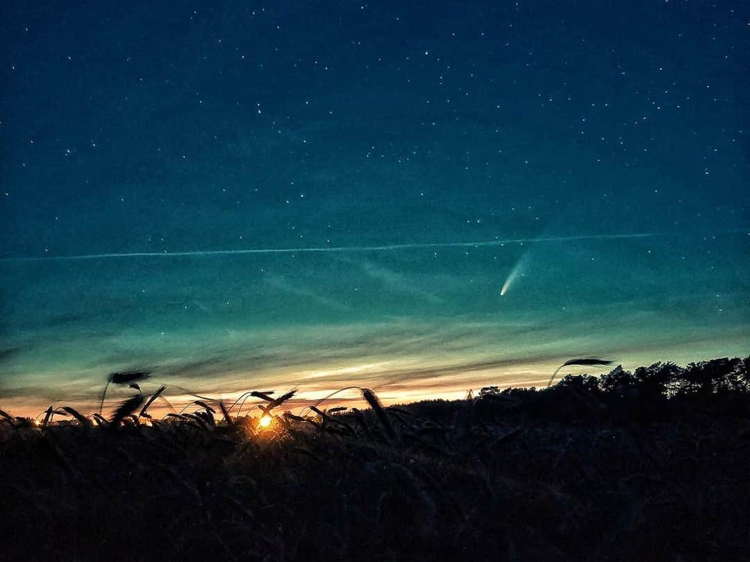 kometa Neowise - FB: Gwiazdy w dłoniach