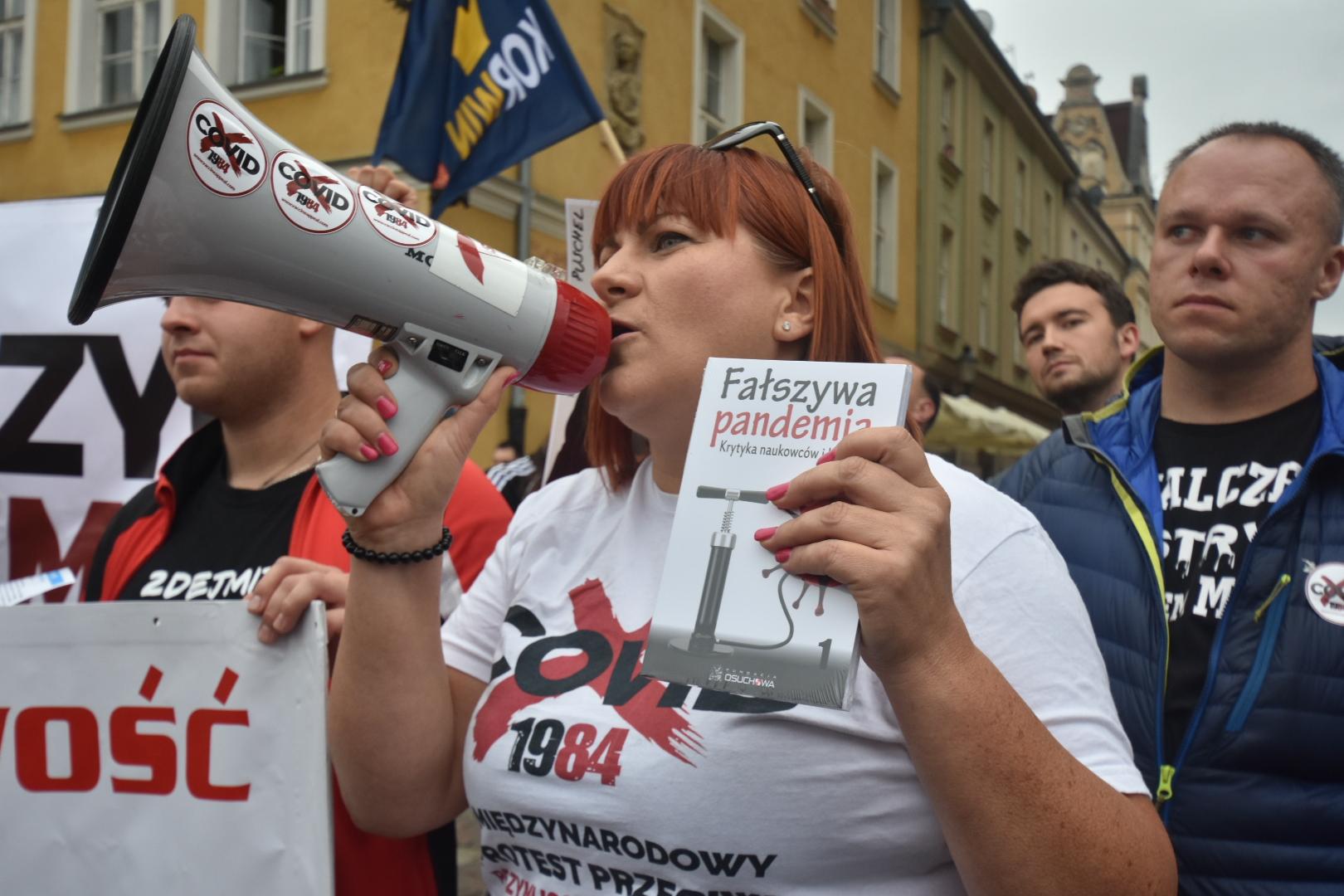 demonstracja antycovid - Wojtek Wardejn