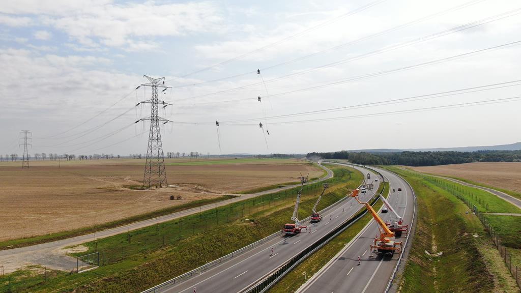 montaż linii energetycznych linie energatyczne - Materiały prasowe