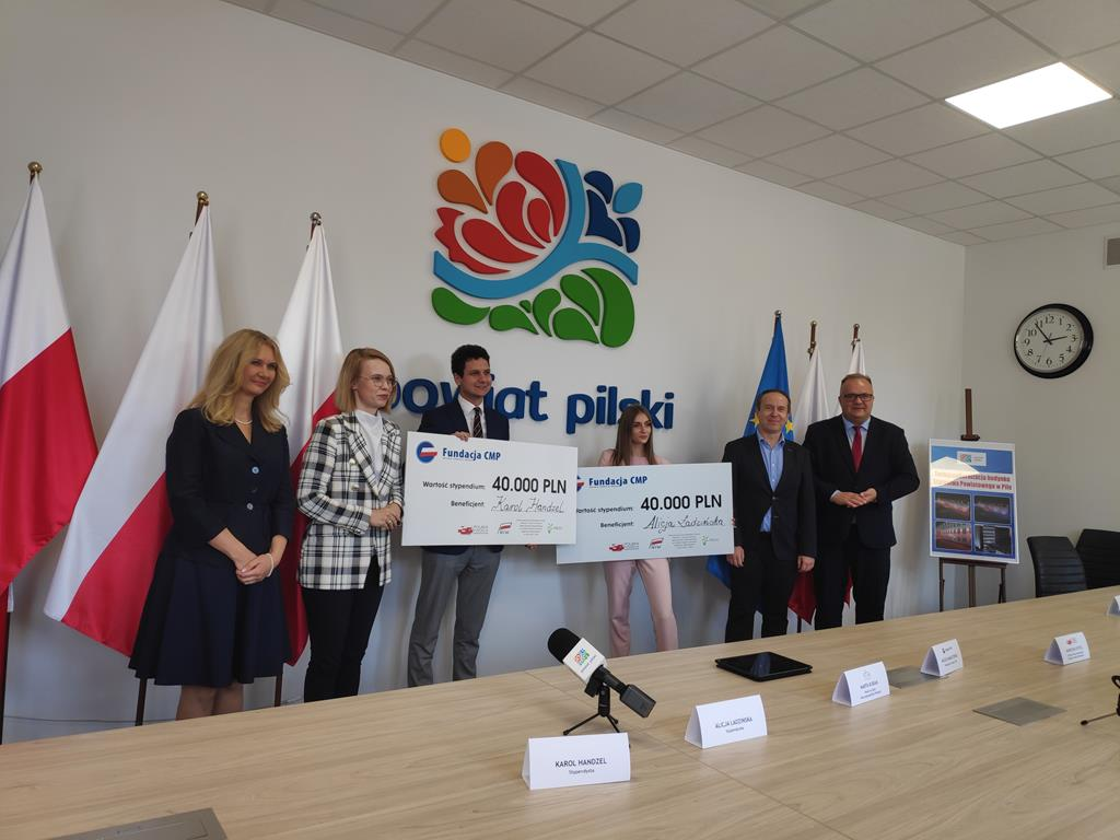 Pilanka stypendystką Polskiej Fundacji Narodowej alicja łudzińska  - Przemysław Stochaj