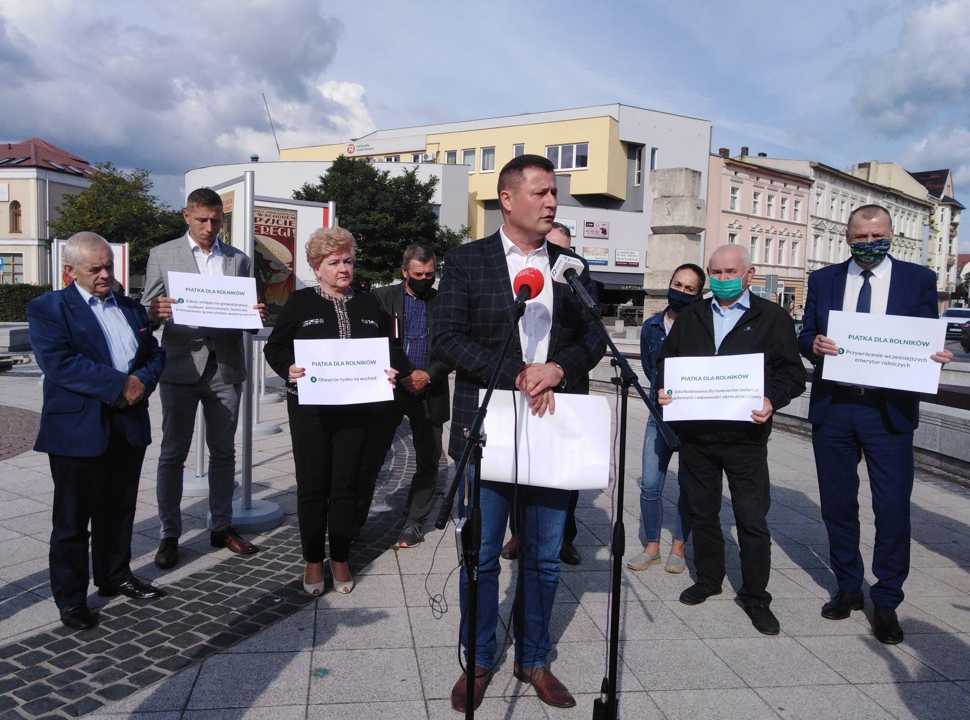 """Poseł Paszyk krytykuje """"Piątkę dla zwierząt"""" - FB: Krzysztof Paszyk"""
