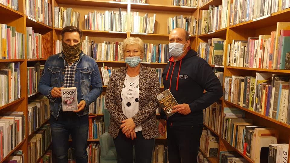 akcja szamotuły książki dla seniora - Damian Dubiel - radny Miasta i Gminy Szamotuły