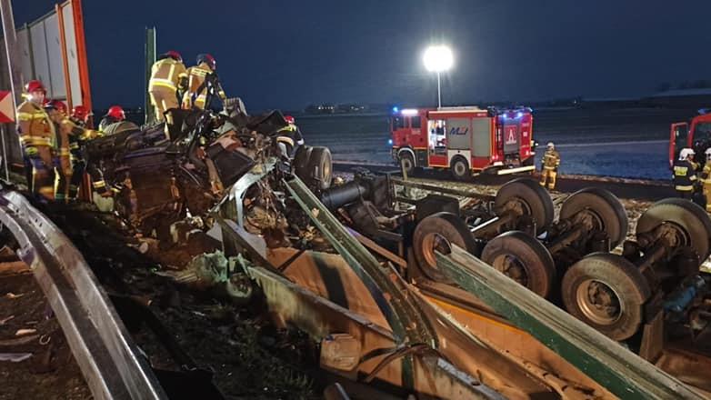 wypadek węzeł poznań wchód ciężrówka wypadła z drogi - KMP Poznań