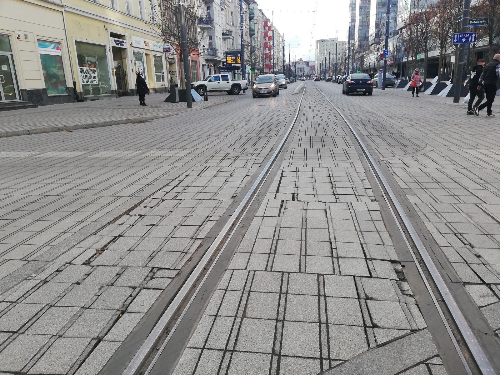 fatalny stan ulicy święty marcin - Tomasz Dworek
