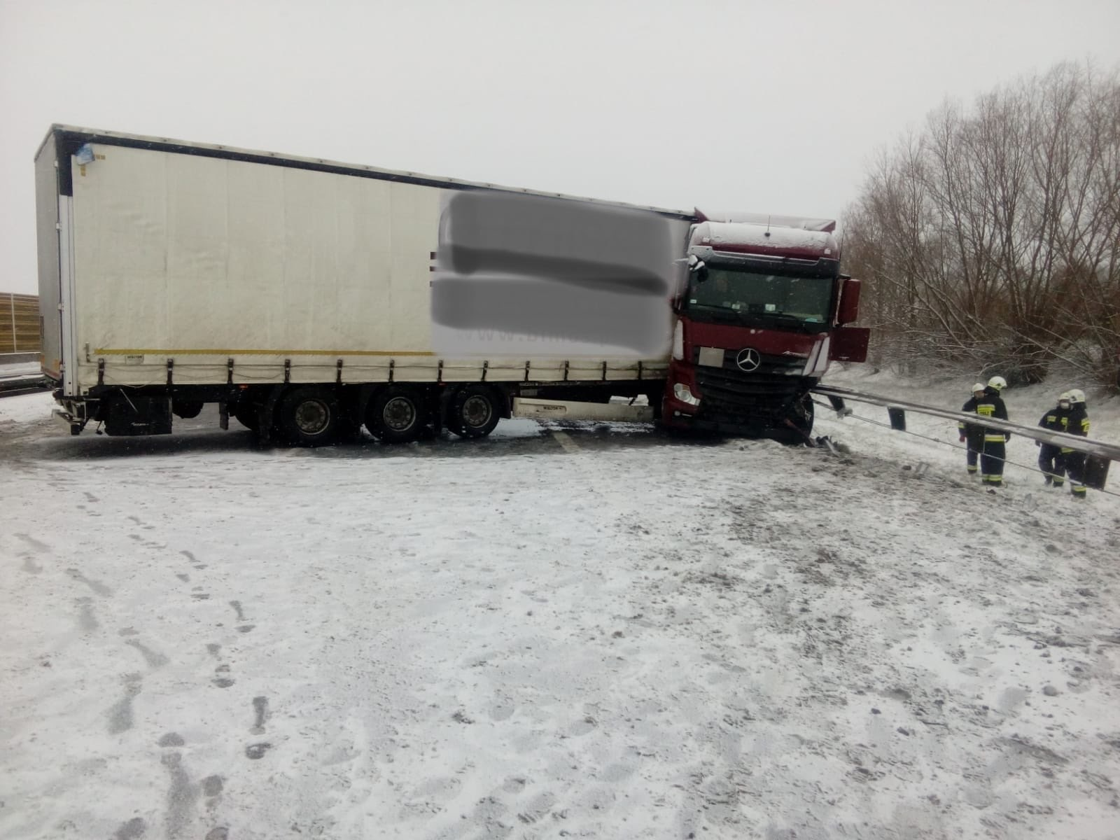 zablokowana a2 wypadek śnieg - TT: Andrzej Borowiak