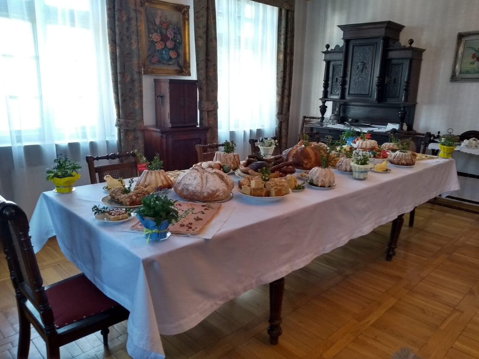 wielkanocny stół dawny skansen dziekanowice  - Muzeum Pierwszych Piastów na Lednicy