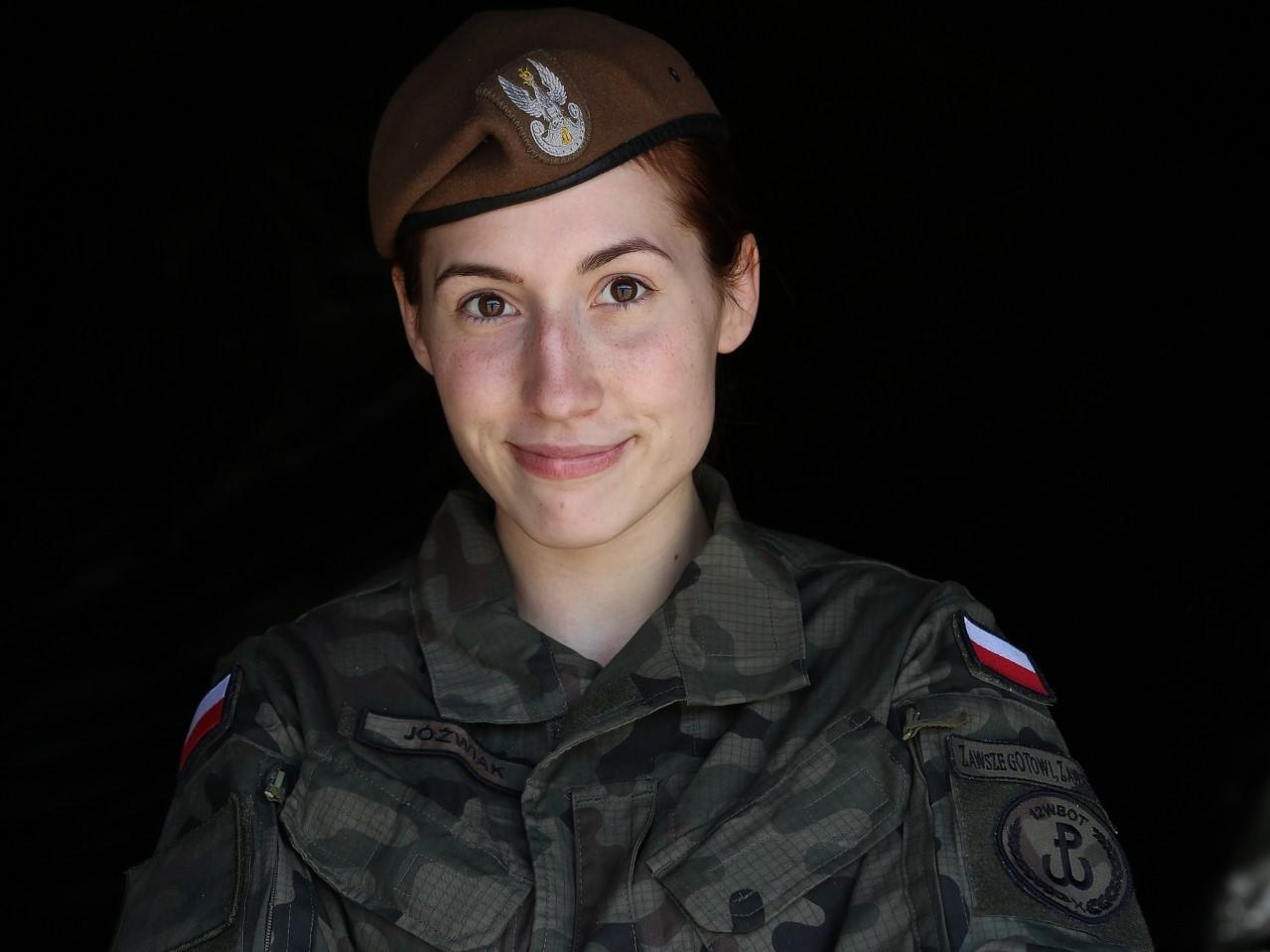 Szeregowy Sara Jóźwiak z 12. Wielkopolskiej Brygady Obrony Terytorialnej MMA - 12. Wielkopolska Brygada Obrony Terytorialnej
