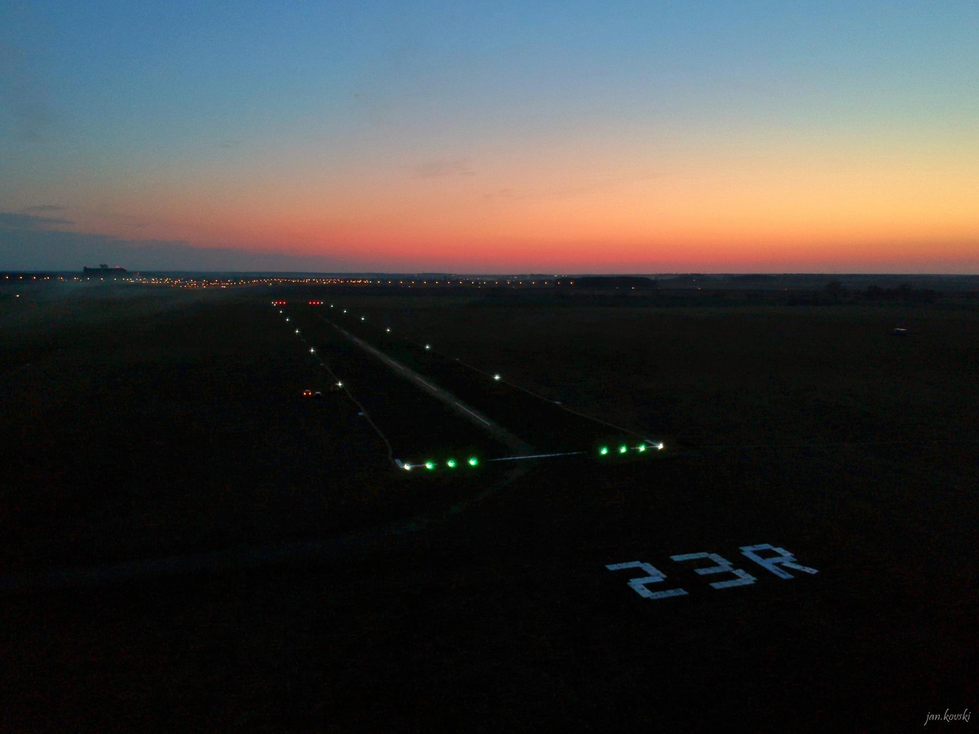 lotnisko leszno oświetlone  - jan.kovski/Lotnisko Leszno