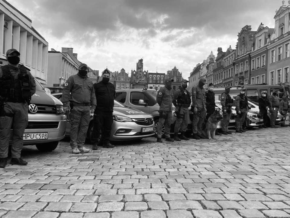 oddali hołd policjanci  - Komenda Miejska Policji w Poznaniu