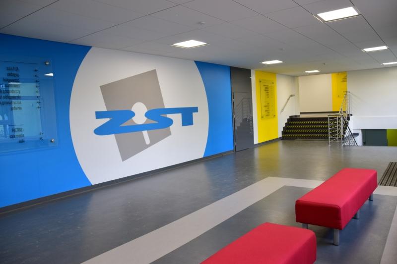 szkoła korytarz zst ostrów - Starostwo Powiatowe w Ostrowie Wielkopolskim