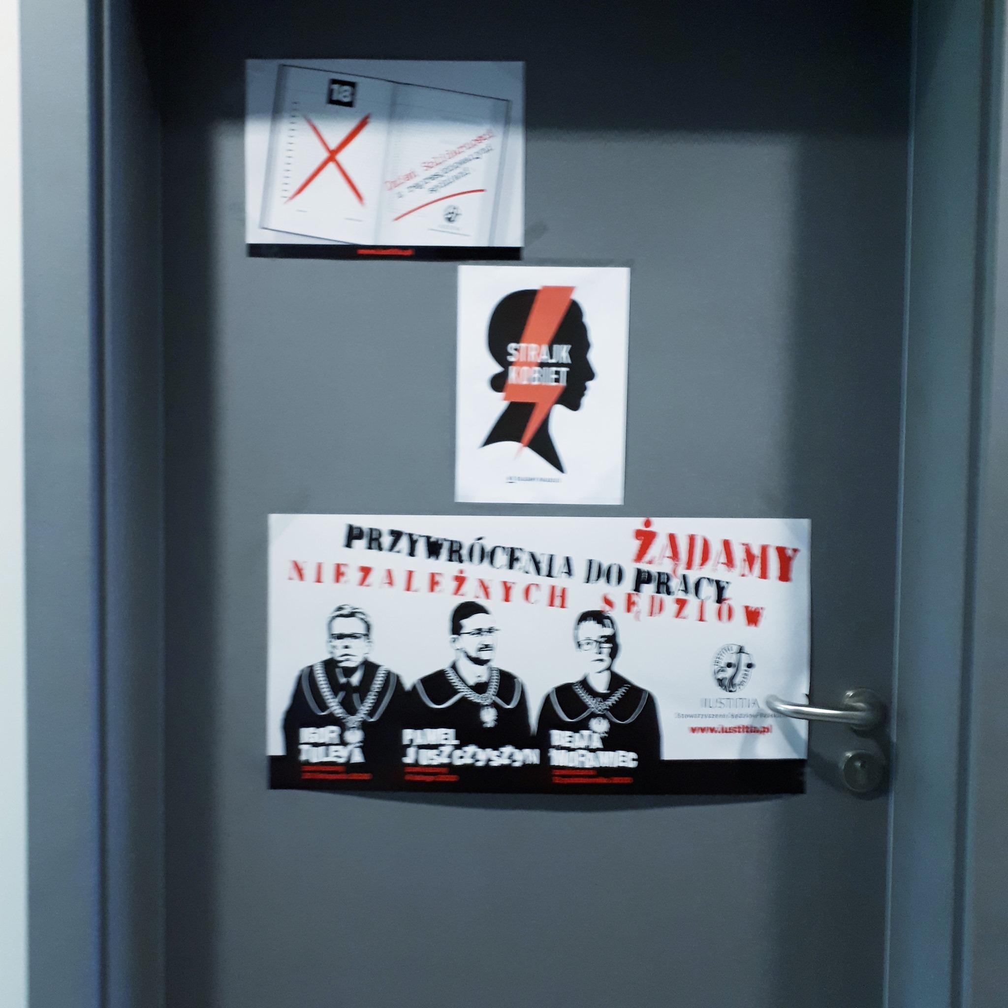 ławnik plakaty sąd strajk kobiet  - Marek Pietrzyński