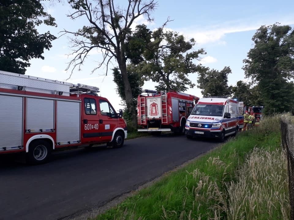 auto uderzyło w drzewo Gajewo-Mszczyczyn śrem - OSP KSRG Dolsk