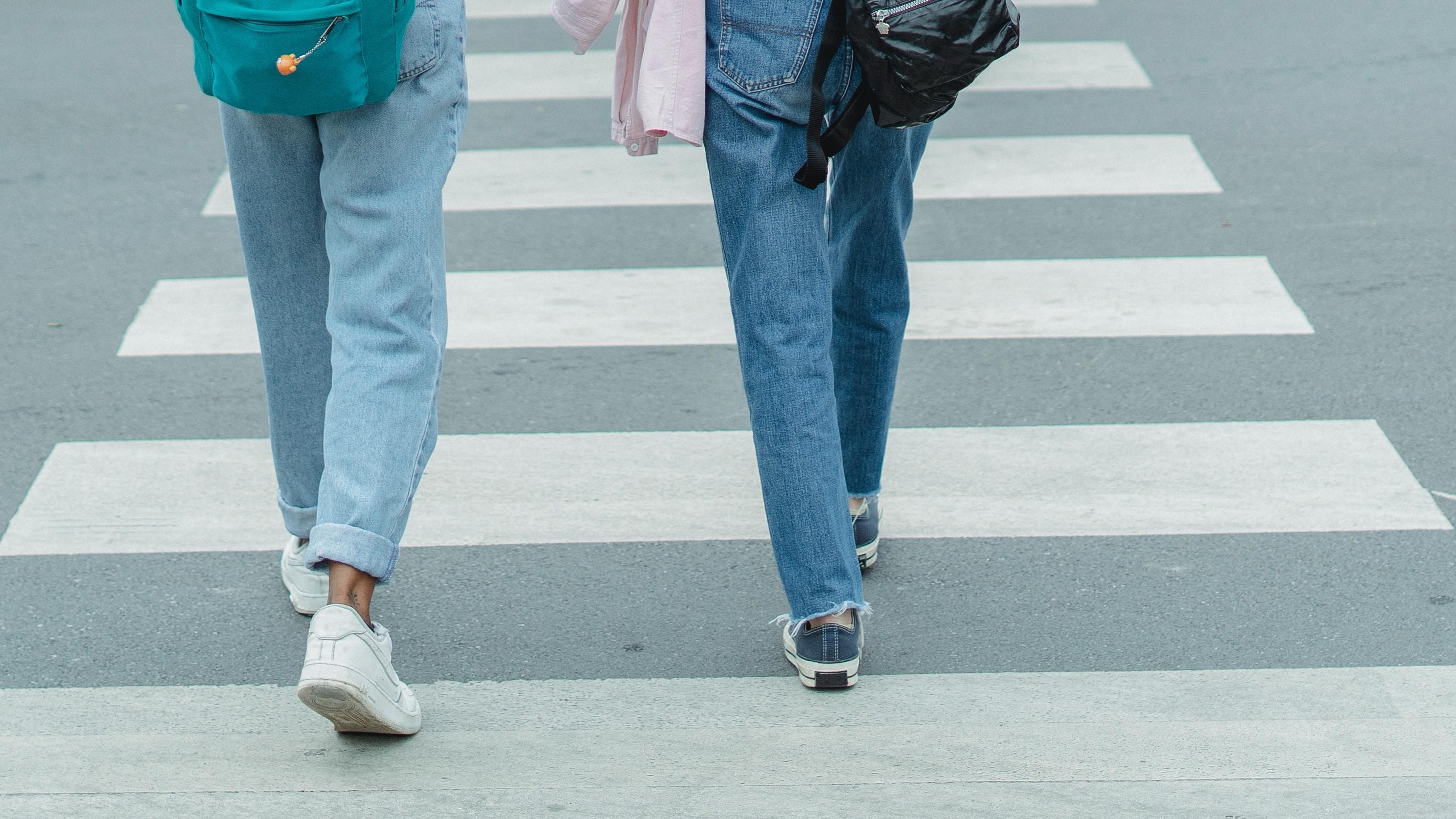 przejście dla pieszych pasy  - Pexels