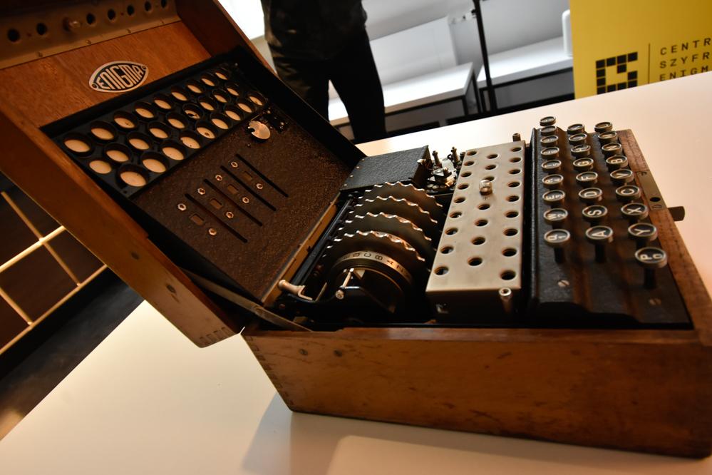 maszyna szyfrująca enigma  - Wojtek Wardejn