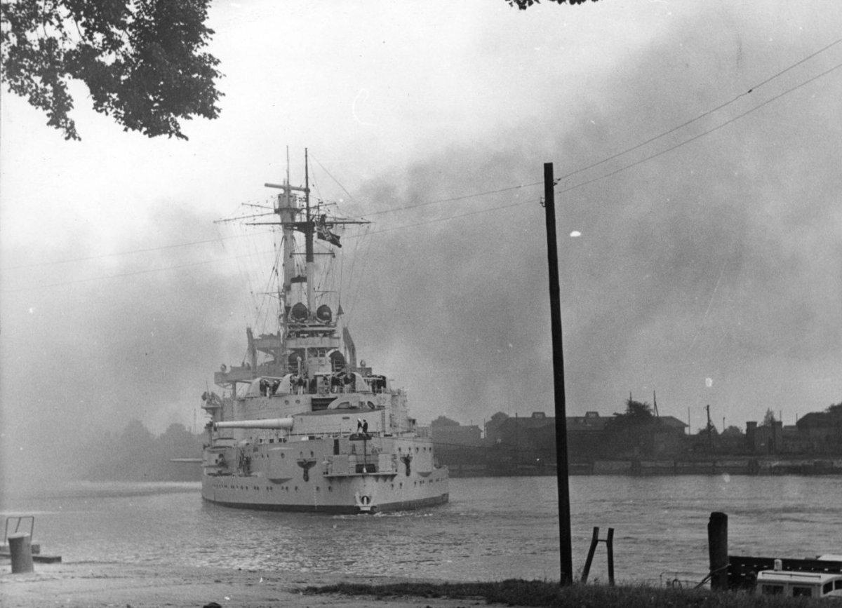 SMS Schleswig-Holstein - AIPN