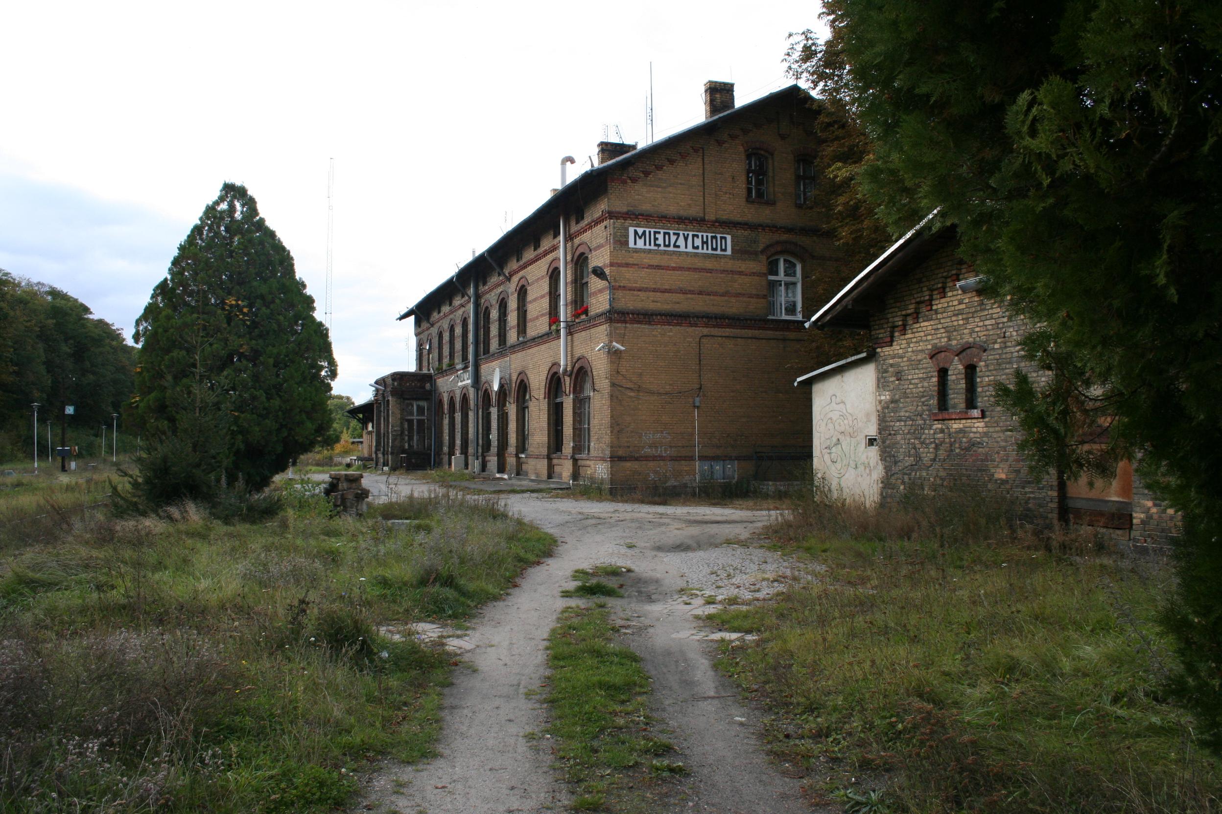 dworzec pkp międzychód  - Olympic1981 - Wikipedia
