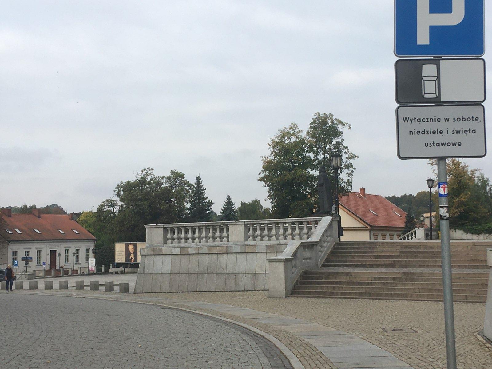 parking katedra gniezno ulica łaskiego - Rafał Muniak - Radio Poznań