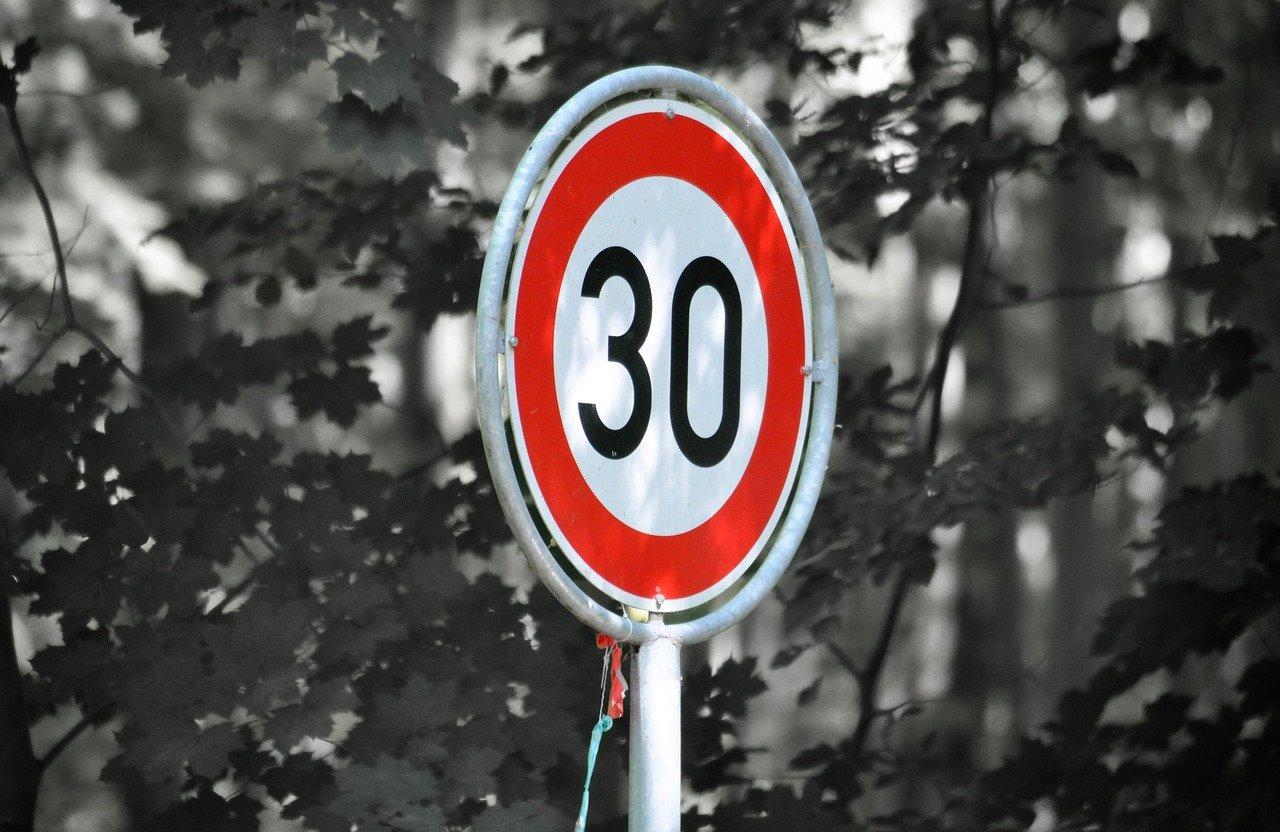 ograniczenie prędkości 30 km/h - Pixabay