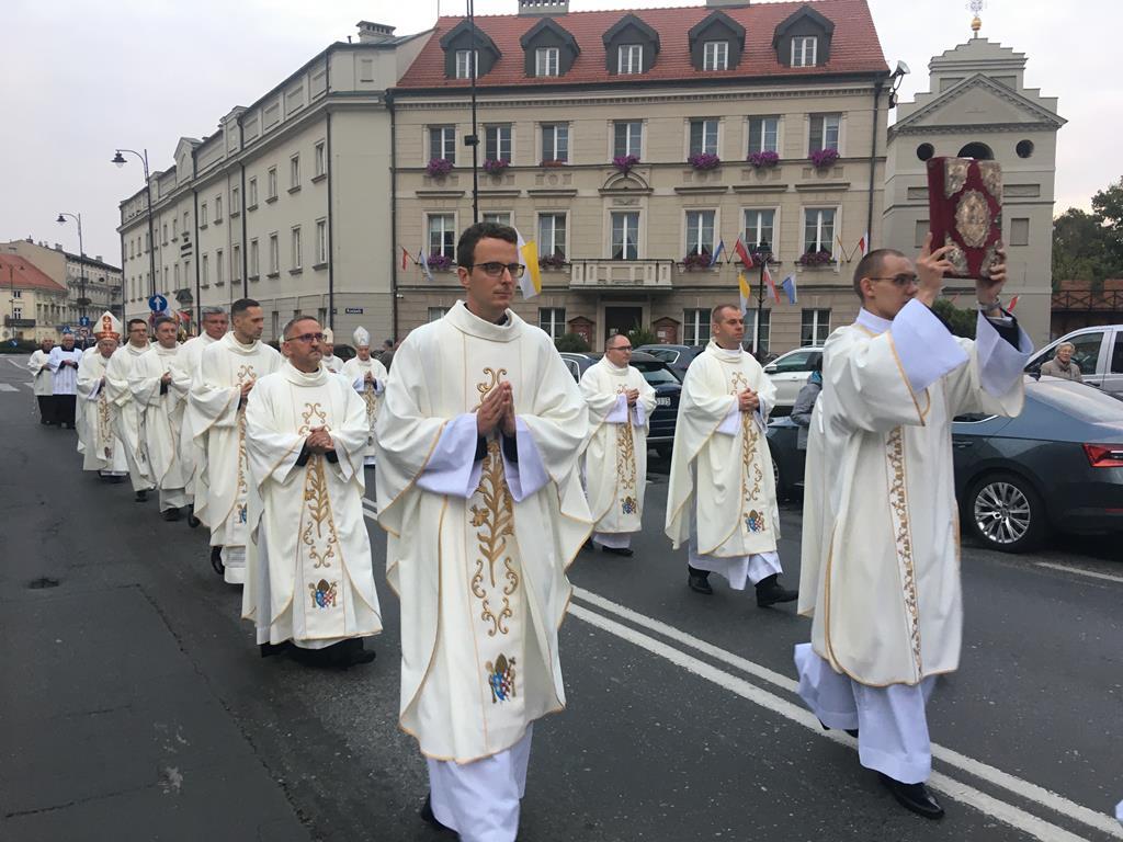zawierzenie Narodu i Kościoła w Polsce świętemu Józefowi - Danuta Synkiewicz