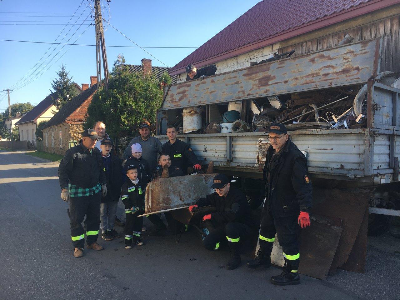 strażacy zbierają złom na wóz rumin - Sławomir Zasadzki - Radio Poznań