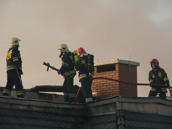 Strażacy gaszą pożar dachu - Radio Merkury