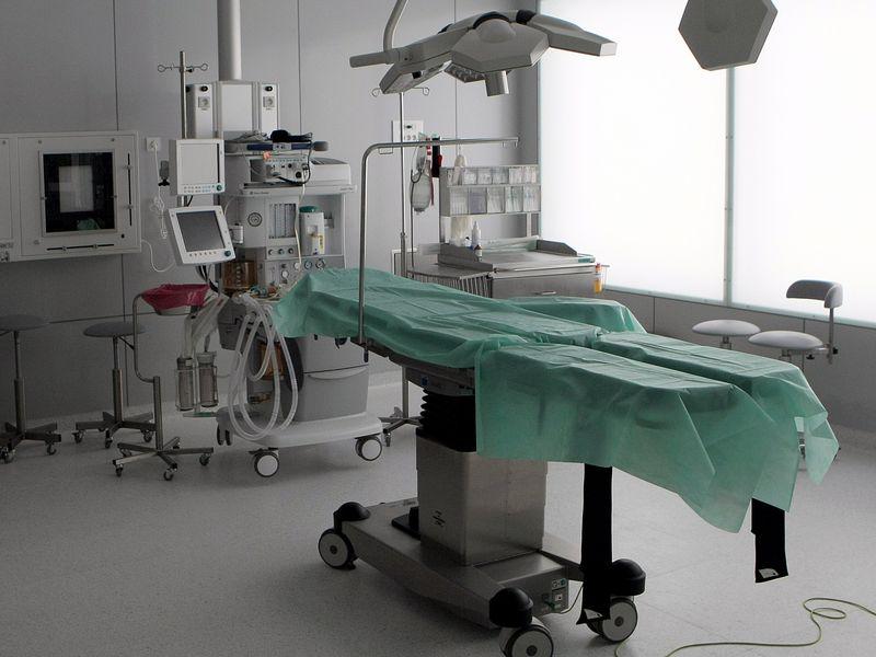 Operacja chirurgiczna, sala operacyjna - Szpital Wojewódzki w Poznaniu