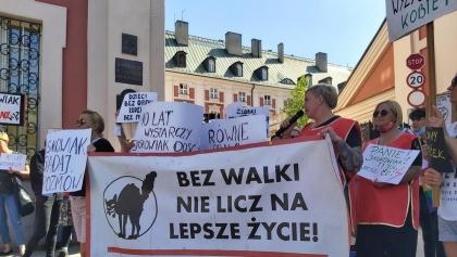 Protest w Poznaniu: opiekunki ze żłobków domagały się zarobków na poziomie urzędników