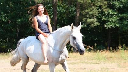 Pełna pomysłów i pasji, kochająca konie i uwielbiana przez studentów - po ciężkim wypadku samochodowym potrzebuje wsparcia