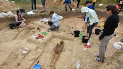 Amerykańscy studenci badają szczątki mieszkańców średniowiecznej wsi pod Poznaniem