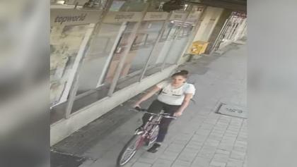 Potrąciła pieszą i uciekła. Policja publikuje wizerunek poszukiwanej rowerzystki