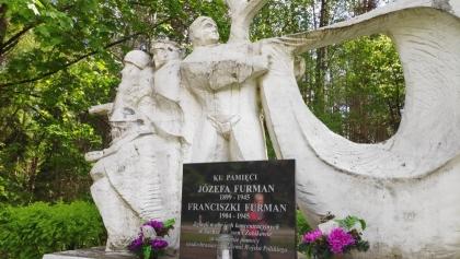 Dawny pomnik radzieckich i polskich spadochroniarzy pod Sokołowem zostaje