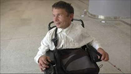 Okradli niepełnosprawnego studenta, który zmaga się z nowotworem