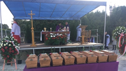 Szczątki 8 żołnierzy podziemia niepodległościowego pochowano na cmentarzu w Odolanowie
